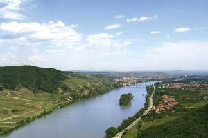 Donau beim Austritt aus dem Engtal der Wachau. Am rechten Ufer liegt Mautern © Stadtgemeinde Mautern