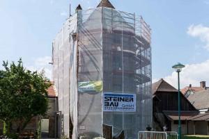 Einrüstung und Beginn der Restaurierungsarbeiten im Juli 2013, Hungerturm Traismauer © Museen am Donaulimes in Österreich, Foto: Peter Rauchecker