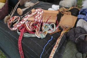 Bänder wurden gewebt, die Muster sind aus antiken Bildquellen überliefert. © Eva Kuttner