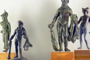 Bronzestatuetten von Minerva, herkules und Merkur im Schlossmuseum Linz © Eva Kuttner