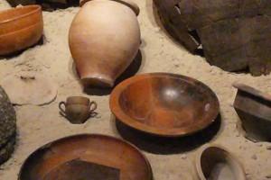 Fundsituation: Urne mit Keramik aus den Gräbern © Eva Kuttner